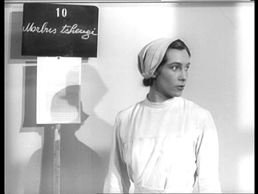Erna Ženíšková jako ošetřovatelka ve filmu Bílá nemoc